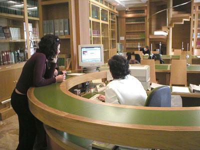 Exposición Carteles Fiestas del Pilar en las Bibliotecas de Zaragoza