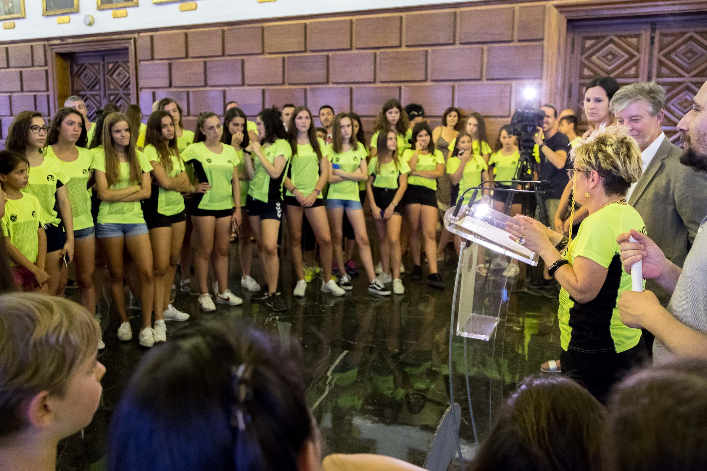 Ayuntamiento De Zaragoza Noticias El Ayuntamiento Felicita A La Ad La Jota Por Sus 35 Años Formando Niñas Y Niños A Través Del Balonmano