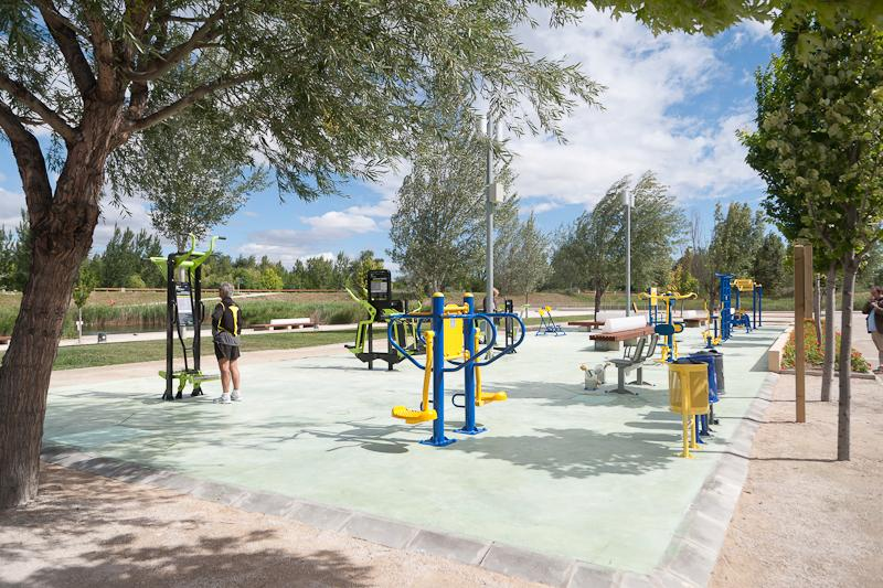 Ayuntamiento de zaragoza noticias nuevo gimnasio al aire libre en el parque del agua luis bu uel - Gimnasio con piscina zaragoza ...